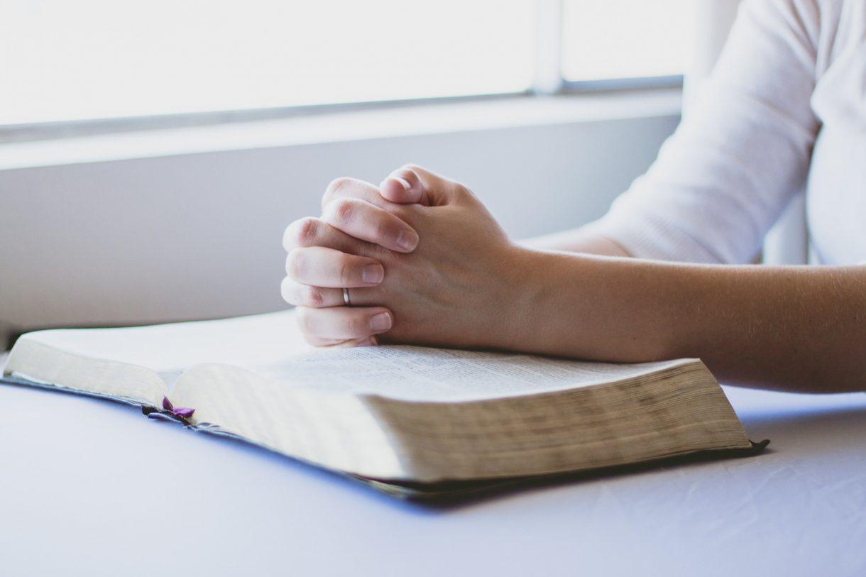 prayer-1308663_1920